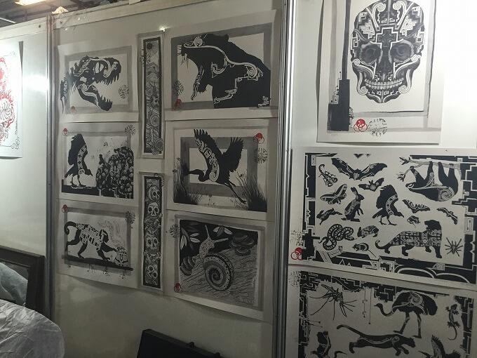 友人の作品。他の店舗も見たけど、かなり特徴的なデザイン。動物の生態を確認するためにアマゾンに行ったり、人体の骨格をデッサンするためにドイツの博物館にも行ったりしているらしい。すごすぎる。