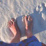 リゾート地の海を楽しむならマリンシューズは必携!足の裏を危険から守ってくれるよ!